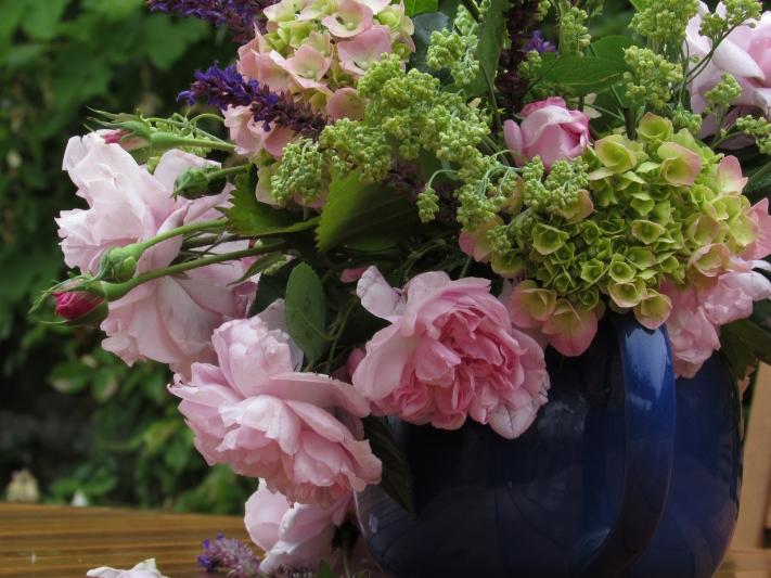 Vase on Monday. 15 June 008