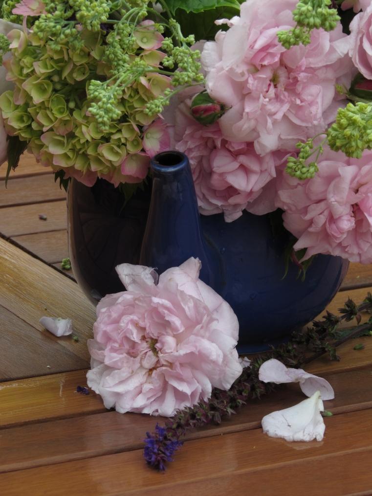 Vase on Monday. 15 June 060